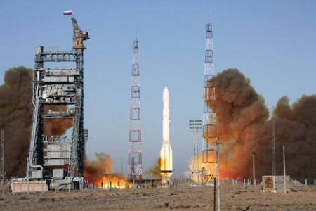 """Ракета носач """"Протон-М"""" са узлеће са космодрома """"Бајконур"""" у Казахстану. Извор: ИТАР-ТАСС."""
