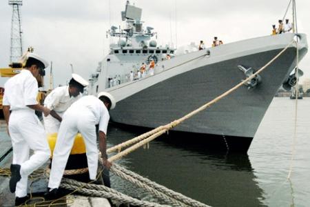 """Фрегата """"Талвар"""" пројекта 11356 у саставу Индијске ратне морнарице. Извор: AFP / East News."""