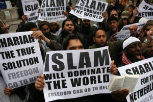 Muslims-carrying-banners-declaring-Islam-will-dominate-the-world-protest-at-the-visit-of-Mr-Wilders-to-the-UK-300x200