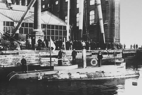 """Прва руска ратна подморница """"Делфин"""", 1903. Фотографија из слободних извора."""