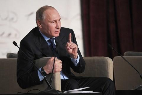Путин са књижевницима.