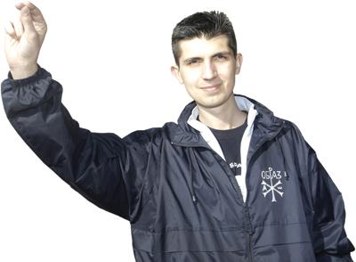 Младен Обрадовић - српски поздрав.