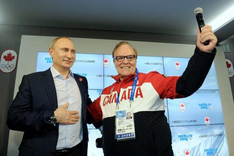 Говорећи у микрофон Путин је изразио наду да ће се канадски и руски хокејаши срести у финалу олимпијског турнира.