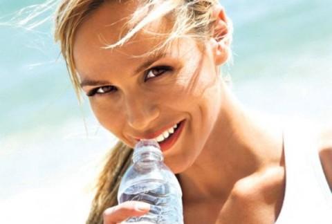 Вода из пластичних флаша? Да или не?