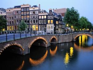Прва светла једног од најлепших сутона - Амстердам