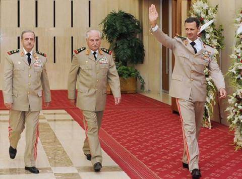 Башар ал Асад /подигао руку/ (фото: majalla.com/) И Додик подржао Путина. А Вучић?