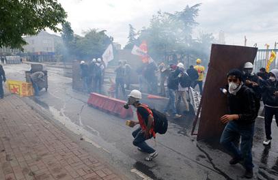 1. мај: судар демонстраната са полицијом у Истанбулу