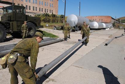 Руски војници који помажу у кримском водоводу
