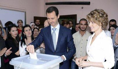 Башар ал-Асад са супругом на гласању