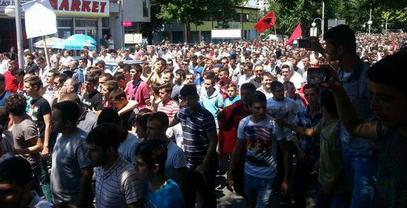 Пет хиљада Шиптара у центру Скопља скандирало ОВК