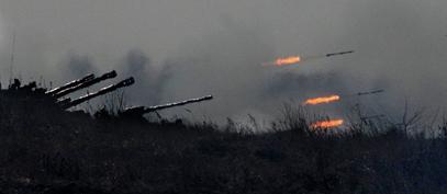 Армија ДНР уз границу са Русијом гранатира опкољену украјинску војну колону