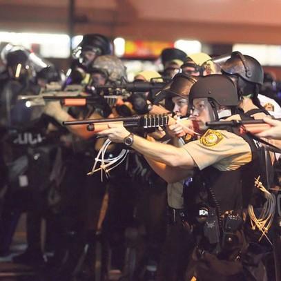 Полиција спремна да пуца (Фото Ројтерс)
