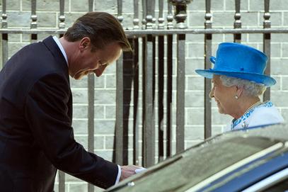 Британска краљица Елизабета II састала се са Дејвидом Камероном