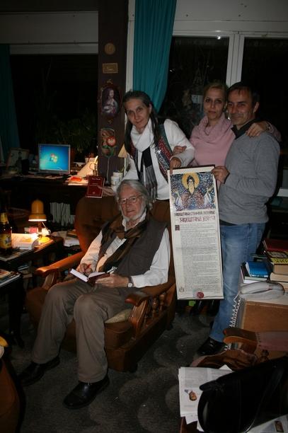 """Књижевник Миле Медић, аутор """"Завештања Стефана Немање"""" са пријатељима"""