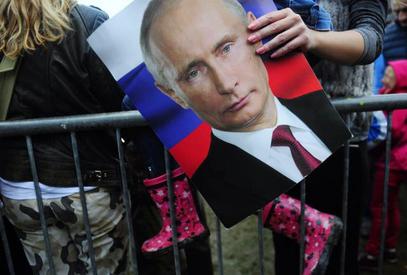 ФРАНС ПРЕС: Србија изолованог Путина дочекала као хероја