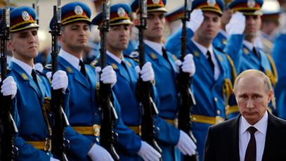 Владимир Путин испред српске Гарде