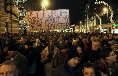Американци увелико подбуњују Мађаре против Виктора Орбана