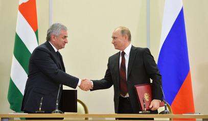 Председник РФ Владимир Путин и председник Абхазије Раул Хаџимба / © Фото: РИА Новости / Alexei Druzhinin