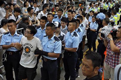 """Полиција Хонгконга претходно упозорила: """"Учествуjете у илегалном окупљању"""""""