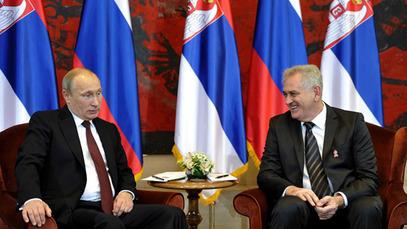 """Путин рекао Николићу да су Срби """"народ који необично воли"""""""