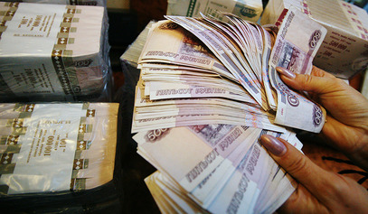 Долар и евро убрзали пад вредности у односу на рубљу / © Фото: РИА Новости/Ruslan Krivobok