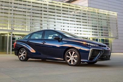 Тојота креће у продају аутомобила на водоник који ће коштати 56.500 долара