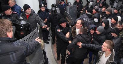 Немири и јуриш  на регионални парламент у Виници