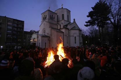 Патријарх Иринеј освештао и благословио бадњак испред Храма Светог Саве на Врачару
