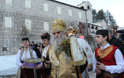 Митрополит Амфилохије: Браћа Руси схватају да се Црногорци санкцијама шале