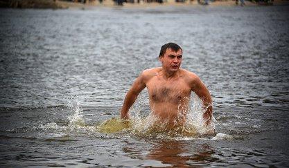 Пред Богојављење током ноћи у леденој води окупаће се више од 160 хиљада људи / © Фото: «Голос Столицы»