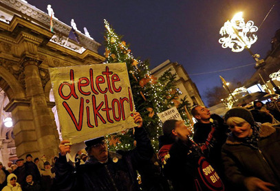 Протест против Орбанове политике окупио у Будимпешти 5000 људи