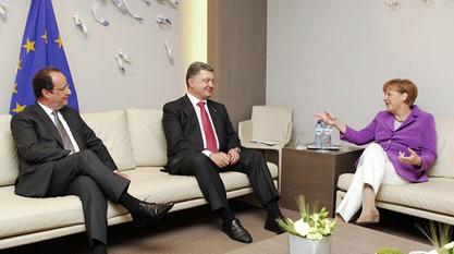 Франсоа Оланд примио је у Јелисејској палати  Ангелу Меркел и Петра Порошенка