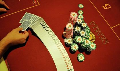 """Канађани створили компјутерски програм који је """"непобедиви играч покера"""""""