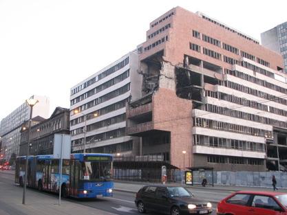 Зграда срушеног Генералштаба. Зашто је ово било добро за нас?