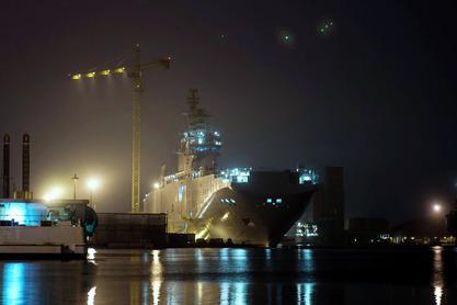 Оланд обећао да ће Русији вратити новац ако јој не испоручи купљене носаче хеликоптера