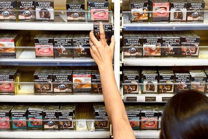 """После Аустралије и Британије, и Француска уводи """"неутрална паковања цигарета"""""""