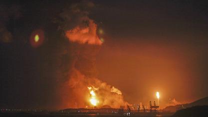 Снажна експлозија на периферији Доњецка изазвала велики пожар