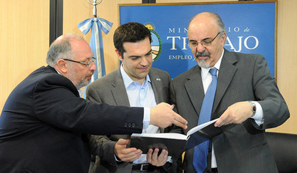Алексис Ципрас (средина) и Костас Исихос (десно)