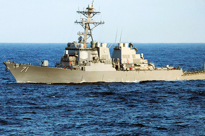 """Су-24 принудили амерички разарач """"Рос"""" да отплови у неутралне воде Црног мора"""