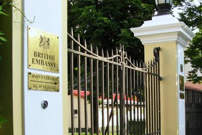 Британска амбасада: Лондон предводи израду резолуције УН о Сребреници, али…