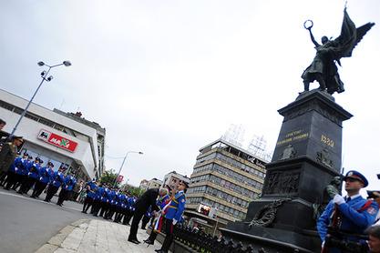 Николић на челу церемоније одавања почасти Косовским јунацима у Крушевцу