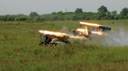 Украјина бившим линијама фронта и даље примиче ракетне бацаче и артиљерију