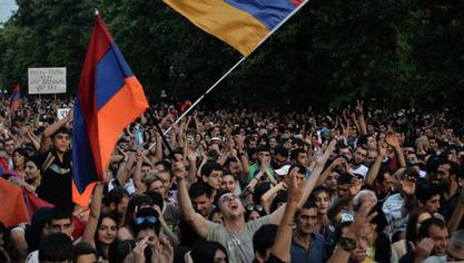 """Јеревански """"Американци"""" почињу да примичу барикаде резиденцији шефа државе"""
