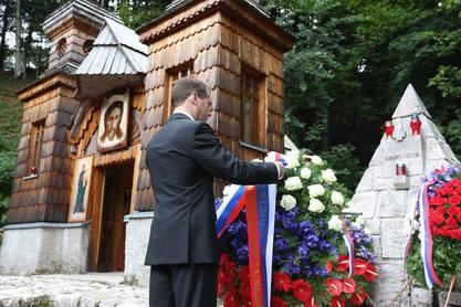 Руски премијер Дмитриј Медведев код Руске капелице на планинском прелазу Вршич