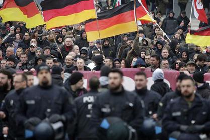 Најмање 3.000 Немаца у Берлину демонстрирало против политике Меркелове