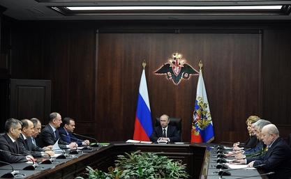 Владимир Путин: Наставља се развој одрамбене индустрије и војске  (Фото: президент.рф/)