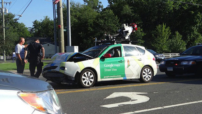 Прва саобраћајка аутопилот - аутомобила компаније Гугл