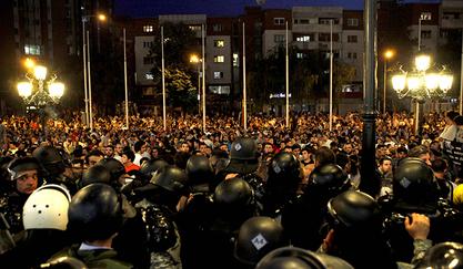 Македонска опозиција врши притисак на Уставни суд, присталице владе одржале контрамитинг