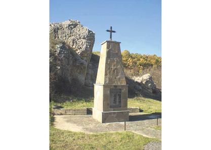 Споменик српским свештенцима