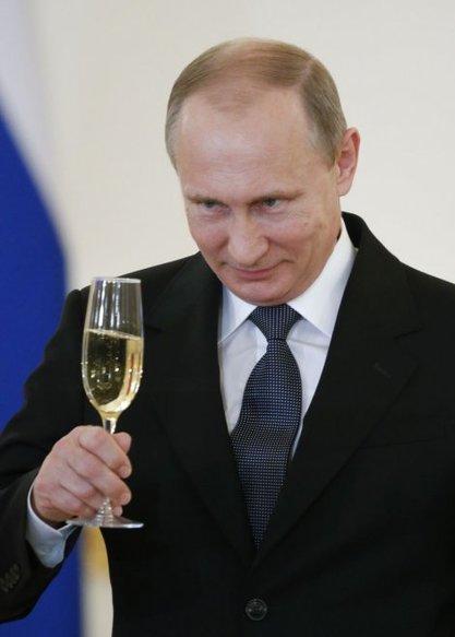 """""""Блумберг"""": И да је хтео, ни Путин не би овако ослабио НАТО"""